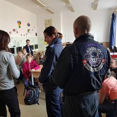 Állatmentő Liga - Újpesti Állatvédelmi Járőrszolgálat: iskolai előadáson