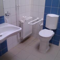 A mozgássérültek wc-je. Eddig ilyen  nem volt a rendelőben.