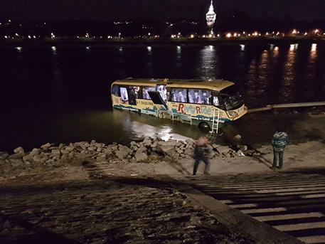 Turistabusz a Dunában, Index olvasói fotó